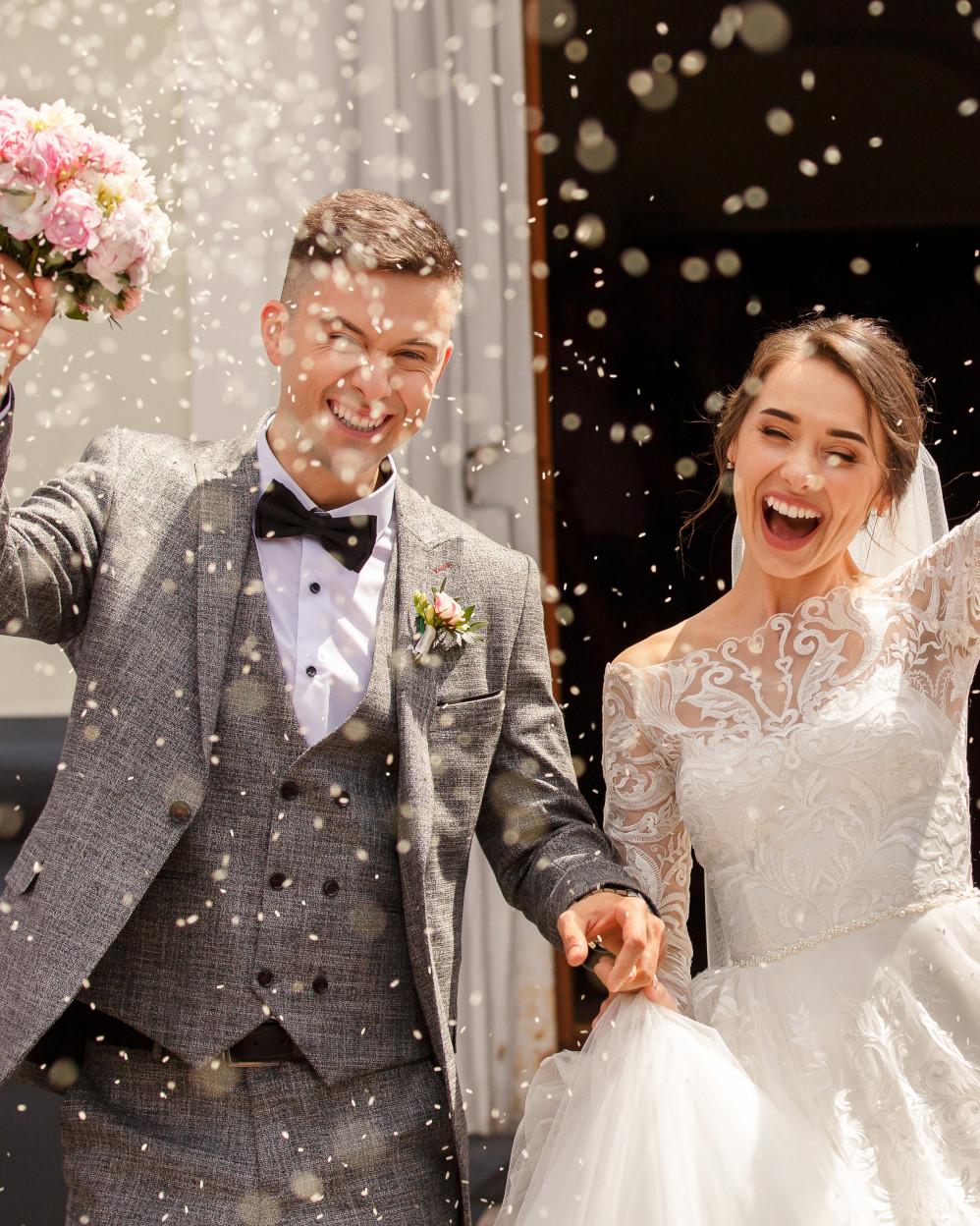 sposi al lancio del riso